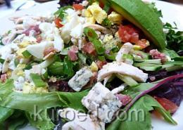 Салат с копченой курицей, огурцами и зеленью